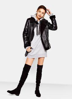 Flat elastic velvet over-the-knee boots - Shoes - Bershka Romania High Street Fashion, Street Style, Denim Oversize, Shoe Boots, Ankle Boots, Moda Online, Over The Knee Boots, Winter Fashion, Fashion Outfits