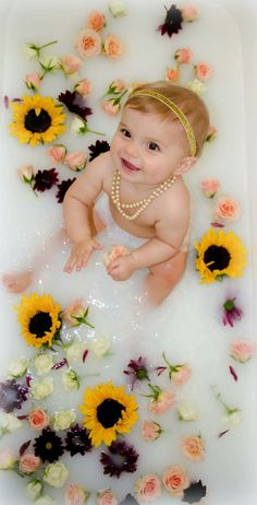 65 Best Ideas For Baby Photography Girl Photo Shoots Picture Ideas Milk Bath Photos, Bath Pictures, Baby Girl Pictures, Newborn Pictures, Milk Bath Photography, Newborn Baby Photography, Breastfeeding Photography, Photography Themes, Baby Milk Bath