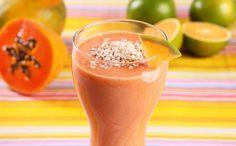 Vitamina de mamão, laranja e maçã para dar energia
