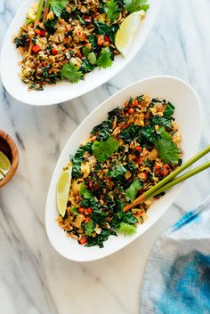This spicy kale and coconut fried rice is EASY and DELICIOUS. Sub cauliflower rice and nix eggs for vegan low carb. It's a fun spin on your average fried rice recipe! Rice Recipes, Vegetarian Recipes, Dinner Recipes, Cooking Recipes, Healthy Recipes, Cooking Grill, Cooking Time, Coconut Fried Rice, Vegan Fried Rice
