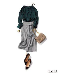 深みのあるフォレストグリーンは、秋のトレンドカラー。女らしさと知的さが同居するこの色は、通勤にも使いやすいのが魅力。とろみ素材のブラウスなら、きちんと感もあってスカートを合わせるだけでおしゃれなスタイルに。スカートを選ぶなら、今季注目のグレンチェックを。都会的な印象で、デキる女感・・・