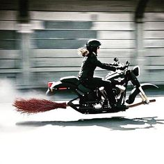 HARLEY-DAVIDSON : Photo The witch is on her broom..lol