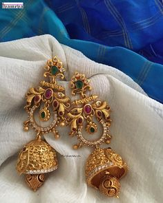 25 Unique Earrings Designs Apt for Any Ethnic Outfit Gold Jhumka Earrings, Indian Jewelry Earrings, Jewelry Design Earrings, Gold Earrings Designs, Ear Jewelry, Antique Earrings, Designer Earrings, Gold Jewelry, Jhumka Designs