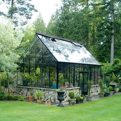 Get inspired ideas for your greenhouse. Build a cold-frame greenhouse. A cold-frame greenhouse is small but effective. Greenhouse Shed, Greenhouse Gardening, Greenhouse Wedding, Small Greenhouse, Outdoor Greenhouse, Homemade Greenhouse, Portable Greenhouse, Greenhouse Attached To House, Pallet Greenhouse