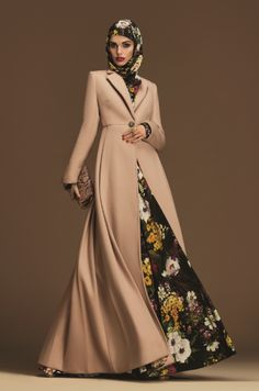 Latest Floral Style Abaya for Women's 2019 - Abaya is traditional wear for Muslim girls. Floral Abaya is popular in girl & made with flowers. Abaya Fashion, Muslim Fashion, Modest Fashion, Islamic Fashion, Abaya Mode, Mode Hijab, Abaya Designs, Fancy Suit, Hijab Stile