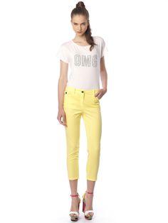 #capri_pants#yellow & #white_t-shirt with #strass White T, Slim Fit Pants, Long Pants, Workout Pants, Bermuda Shorts, Capri Pants, Yellow, Fitness, Shirts
