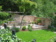 Terrassensitzplatz mit Ziegelmauer