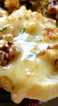 Brown Sugar Walnut Baked Brie is the perfect blend of savory and sweet and makes a delicious holiday appetizer recipe! Serve as an easy snack to your guests. Finger Food Appetizers, Yummy Appetizers, Appetizer Recipes, Snack Recipes, Cooking Recipes, Snacks, Baked Brie Appetizer, Burger Recipes, Baked Brie Recipes