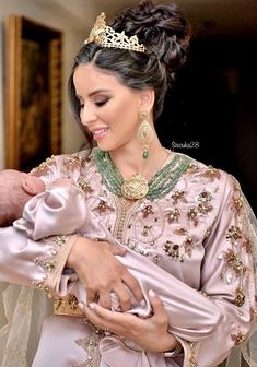 Wedding vibes 🖤 Girls how do you like my moroccan traditional outfit ? Morrocan Wedding Dress, Moroccan Bride, Moroccan Dress, Arab Fashion, Girl Fashion, Fashion Outfits, Newborn Fashion, Caftan Dress, Kimono