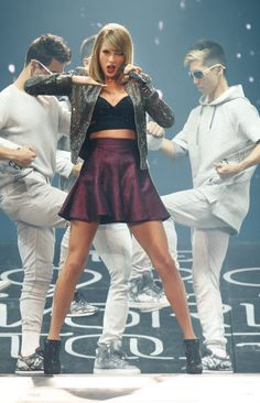 Taylor Swift performing Welcome To New York - 1989 World Tour Bossier City, Louisiana. Taylor Swift Hot, Live Taylor, Swift 3, The 1989 World Tour, Taylor Swift Pictures, American Singers, Role Models, Beautiful People, Actresses