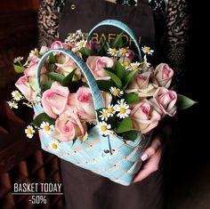 """""""КОРЗИНКА ДНЯ"""" 13 мая 2017г. со скидкой!!!  Наша подарочная корзина с цветами идеальна для подарка к любому празднику✨Уже готова поднять кому-то настроение🌟  С любовью, Fashion Flowers💞  Напоминаем """"КОРЗИНКА ДНЯ"""" в одном экземпляре, успевай его заполучить!!!  Стоимость без скидки: 4290 руб Стоимость со скидкой: 2145 руб  Сумка плетёная Средняя, Роза Флор 19шт, Танацетум/Матрикария, Русскус, Oasis, Стружка Размер композиции: высота 35см*32см ширина  ☎ +7(3952) 588-500 Сайт…"""