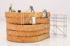 Manos al pan   by Laura Arroyo