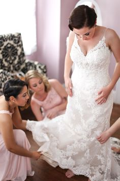 Getting ready photos by Danielle Kirk Photography | bride | wedding flowers | wedding photography |