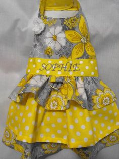 tres niveles amarillo y gris floral