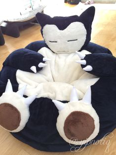 Snorlax bean bag chair :) want Pokemon Room, Living Room Chairs, Dining Room, My Room, Decoration, Bean Bag Chair, Bean Bag Bed, Kids Room, Gadgets