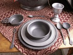 Pewter table setting - I have tons of pewter. I realize that this is not an overall look that would work, but could be fun to work in some pieces as something atypical. Primitive Kitchen, Country Primitive, Grey Dinnerware, Colonial Decorating, New England Homes, Atypical, Old Boxes, Colonial Williamsburg, Antique Pewter