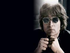 """John Lennon era nato a Liverpool, in Inghilterra il 9 ottobre 1940. I suoi genitori erano Julia e Arthur """"Freddie"""" Lennon, e il secondo nome di """"Winston"""""""