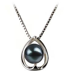 black pearl and white gold necklace. <3!