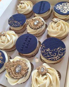 3,252 отметок «Нравится», 31 комментариев — Customised Cakes And Cupcakes (@ppcakes) в Instagram: «My Signature Cupcakes In Navy And Gold ✨✨✨ #love #chocolate #cake #ppcakes #picoftheday…»