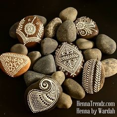 Pebble Painting, Dot Painting, Pebble Art, Stone Painting, Artist Home Studio, Henna Doodle, Henna Cones, Henna Party, Rock And Pebbles