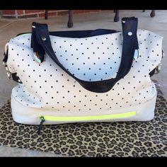 Apt. 9 Purse LIKE NEW! Super cute black, tan and lime green purse! Apt. 9 Bags