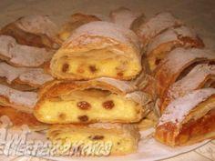 Almás-túrós rétes recept Hungarian Desserts, Hungarian Recipes, Hungarian Food, My Recipes, Cookie Recipes, Strudel, Sweet Life, Ham, Delicious Desserts