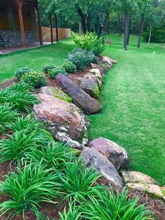 Stunning Front Yard Rock Garden Landscaping Ideas - Designing a front yard is usually about accessibility and invitation. We spend hardly any time in the front yard as opposed to the backyard, but it is. Landscaping Along Fence, Landscaping With Rocks, Backyard Landscaping, Landscaping Ideas, Backyard Ideas, Pool Ideas, Inexpensive Landscaping, Mulch Ideas, Patio Ideas