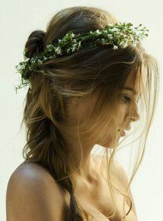 Peinado con girnalda de flores