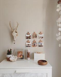 Design interior for minimalist home wall colour ideas Ideas For Room Decoration, Decoration Inspiration, Room Inspiration, Decor Ideas, Room Ideas, Home Wall Colour, Wall Colors, Handmade Home Decor, Diy Home Decor