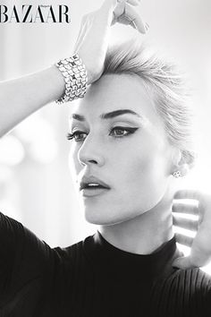 Kate Winslet is just stunning. I love her pretty much in everything. Kate Winslet in a late inspired shoot for Harpers Bazaar April Makeup by Lisa Eldridge. Beauty Makeup, Eye Makeup, Hair Beauty, Beauty Bar, Retro Makeup, Makeup Style, Eyeliner Perfecto, Lisa Eldridge, Perfect Eyeliner