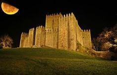 Castelo de Guimarães,vista nocturna - Guimarães