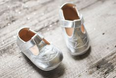 Leuie : Silver Étoile Baby indoor shoe in buttery soft leather…