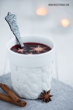 Mulled wine is Christmas in a drink ! Christmas Store, Christmas Mood, Christmas Decor, Fruit Drinks, Beverages, Mulled Wine, Kakao, Holiday Desserts, Sweet Recipes