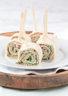 No bake aardbeien-citroen mini cheesecakes - Laura's Bakery Falafel Wrap, Tortilla Wraps, Love Food, A Food, Food And Drink, Healthy Appetizers, Appetizer Recipes, Lunch Buffet, Lunch Wraps