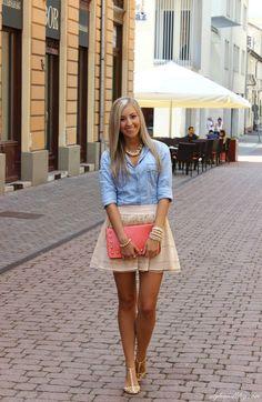 Falda beige y camisa de jean