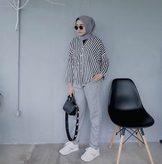 New travel clothes women hijab ideas Casual Hijab Outfit, Hijab Chic, Ootd Hijab, Modest Fashion, Fashion Outfits, Womens Fashion, Fashion Styles, Fashion Clothes, Afro