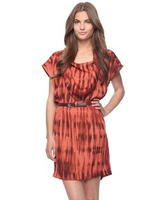 This abstract scarf dress from Forever 21 is perfectly combining the brown and rust colors with the skinny belt to tie it all together.
