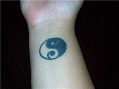 Google Image Result for http://4.bp.blogspot.com/-k1fX0PGkq2U/TWMwv9RJuFI/AAAAAAAAANg/oQoEx5xb_Y4/s1600/yin-yang-tattoo-6.jpg