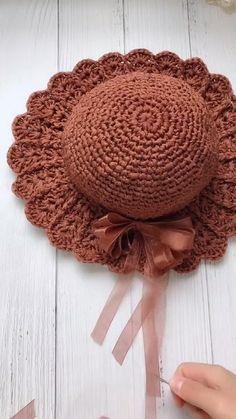 Easy Crochet Hat, Crochet Beanie Pattern, Crochet Gifts, Crochet Motif, Crochet Stitches, Crochet Butterfly Pattern, Knitting Patterns, Crochet Patterns, Crochet Shoulder Bags