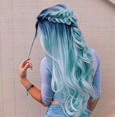 50 Fun Blue Hair-Ideen werden abenteuerlicher mit Ihrem Haar - Neue Damen Frisuren 50 fun blue hair ideas will be more adventurous with your hair And Beauty Cute Hair Colors, Hair Dye Colors, Ombre Hair Color, Cool Hair Color, Hair Colour Ideas, Light Blue Hair, Pretty Hairstyles, Hairstyle Short, Natural Hairstyles
