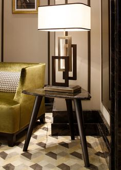 Coffee table Andrè, design by Massimiliano Raggi, with table lamp from the Edge lighting collection by Oasis. The table features a marble top.