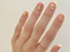 49 Classy & Stylish Short Nail Art Designs - Hair and Beauty eye makeup Ideas To Try - Nail Art Design Ideas Glitter Accent Nails, Gold Nails, Stiletto Nails, Glitter Art, Silver Glitter, Nail Art Designs, Pretty Nail Designs, Nails Design, Prom Nails