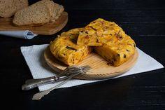 ¡Buen día a tod@s!! ¿Os apetece tortilla para hoy? En el blog os traigo una receta de tortilla española tuneada porque lleva ¡calabaza y chorizo!  aunque fue la primera vez que la hice así, nos gustó muchísimo a todos. Os dejo la receta por si os animáis: http://lacocinadefrabisa.lavozdegalicia.es/tortilla-de-calabaza/