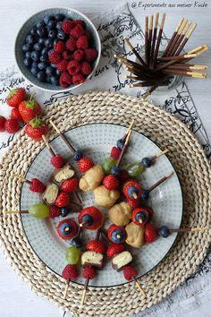party spiesse mit frischem obst gesund lecker obst obst dessert und kindergeburtstag essen. Black Bedroom Furniture Sets. Home Design Ideas