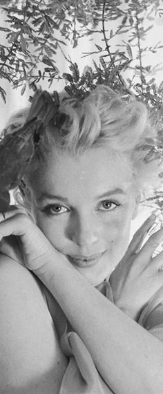 Marilyn. Photo by Cecil Beaton, February 1956.