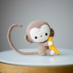 Coucou tout le monde! Comment allez-vous? Voici mon premier amigurumi, un petit singe trop mignon!