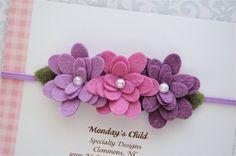 He encontrado este interesante anuncio de Etsy en https://www.etsy.com/es/listing/199909702/felt-flower-headband-in-lilac-and