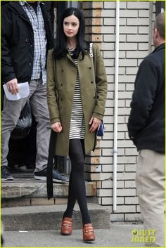 : Photo Krysten Ritter is all smiles while filming scenes for her new pilot Assistance on Wednesday (March in New York City. Look Fashion, Daily Fashion, Everyday Fashion, Womens Fashion, Krysten Ritter, Winter Outfits, Casual Outfits, Kirsten Dunst, Kate Bosworth