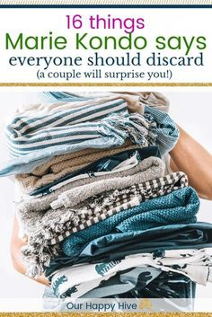 I�ve wanted to read Marie Kondo�s best selling book �The Life Changing Magic of Tidying Up� but I haven�t had time. This decluttering list makes it easy to see what the KonMari Method recommends discarding! #MarieKondo #KonMari #OurHappyHive