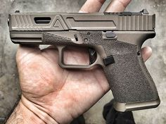 Some morning midnight bronze on a @agencyarms G19 getting ready to leave the shop. What's your favorite color? #Everydaycarry, #rifle #pistol #handgun, #guns #gun #NRA #merica #glock #Ar15 #wewhodonotdie #2ndamendment #DTOM #2A #shooter #shooting #shoot #competition #ofbloodandsteel #military #usa #veteran #agencyarms #agency #maximumeffort #s3fsolutions #s3fbarrel #accuracymatters #welcometothebrotherhood